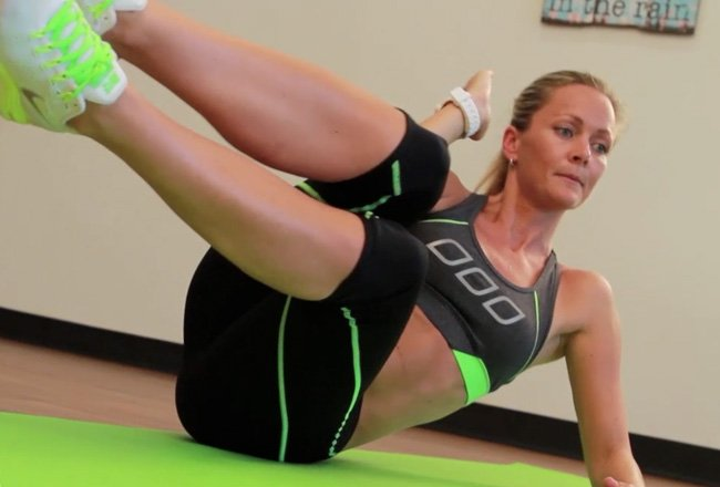 Oblique sit-up with crunch - Women's Health & Fitness