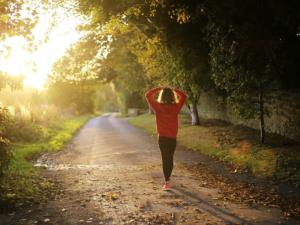 Brisk Walking Lessens Risks Linked to Hours of Sitting